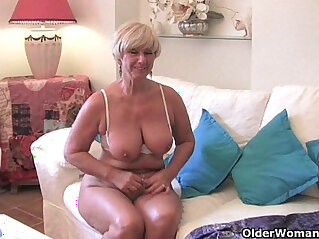 6:54 - Chubby with big old tits sucks and fucks a vibrator -