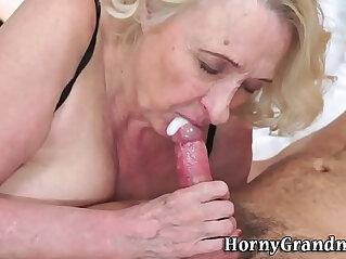 6:59 - Old granny gives blowjob -