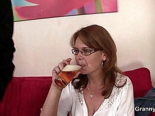 6:57 - Mom gets her snatch drilled -