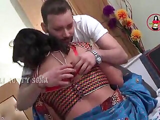 7:19 - Tamil aunty enjoy sexy moment -