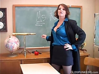 10:42 - Sexy old spunker teacher loves to fuck her juicy pussy for you -