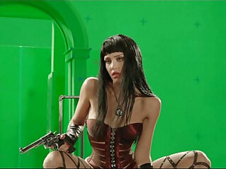 4:32 - Jessica Alba Stripping Behind The Scenes Green Screen From Sin City -