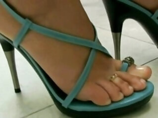 27:43 - Brazilan Lesbians in Foot Worship -