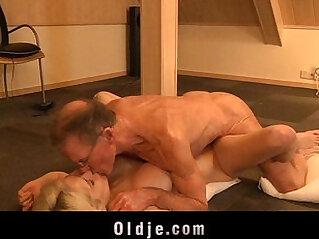 5:24 - Big old dick screws horny girly Tiffany -