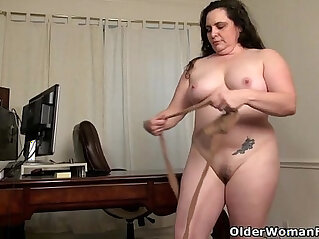 6:08 - American milf Lexy James shows off her office skills -