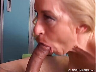 10:40 - Gorgeous cougar loves to fuck -