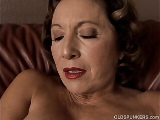 10:31 - Gorgeous granny with nice big tits fucks her juicy pussy for you -