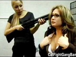 5:28 - lesbian robbery -