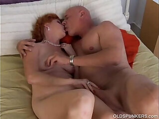 21:15 - Super sexy mature redhead is a squirter -