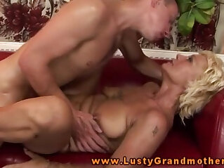 6:14 - Amateur GILF getting pussyfucked -