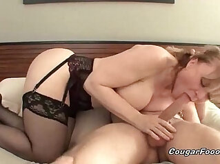 8:30 - Sexy blonde cougar gets pussy hard -