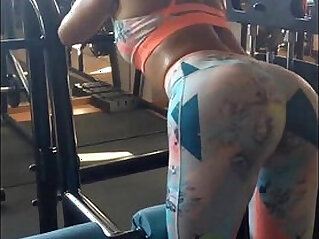 0:29 - Amazing ASS at gym -